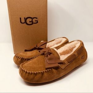 UGG DAKOTA SLIPPERS WITH LEATHER BOW SZ8